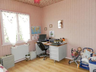 LOUHANS (71), maison à vendre de 158 m² proche commerces, quatre chambres, terrain 980 m²., CHAMBRE