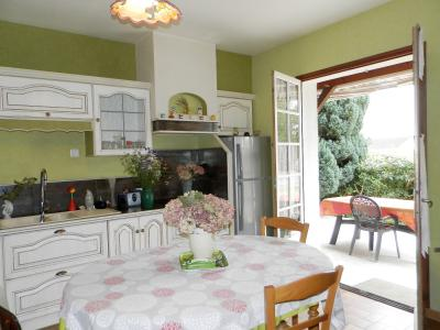 LOUHANS (71), maison à vendre de 158 m² proche commerces, quatre chambres, terrain 980 m²., CUISINE EQUIPEE