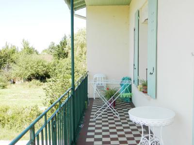 Vente LOUHANS (71), SPECIAL INVESTISSEURS : IMMEUBLE 4 logements LOUES + 2 garages, IMMEUBLE A VENDRE 252 m²