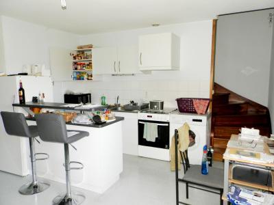 Vente LOUHANS (71), SPECIAL INVESTISSEURS : IMMEUBLE 4 logements LOUES + 2 garages, CUISINE EQUIPEE T3 ETAGE