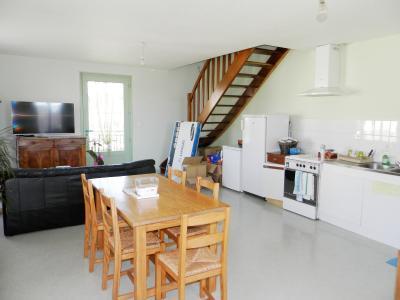 Vente LOUHANS (71), SPECIAL INVESTISSEURS : IMMEUBLE 4 logements LOUES + 2 garages, PIECE DE VIE T3 ETAGE