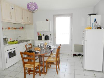 Vente LOUHANS (71), SPECIAL INVESTISSEURS : IMMEUBLE 4 logements LOUES + 2 garages, PIECE DE VIE T3 REZ