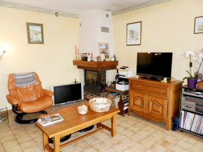Vente proche POLIGNY (39800), maison familiale en pierre, 2 logements, terrain 1880 m², SALON / SEJOUR 29 m²