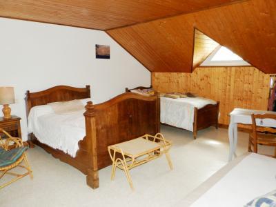 Vente proche POLIGNY (39800), maison familiale en pierre, 2 logements, terrain 1880 m², CHAMBRE ETAGE 21 m²