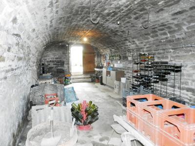 Vente proche POLIGNY (39800), maison familiale en pierre, 2 logements, terrain 1880 m², CAVE VOUTEE 30 m²