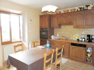 Vente proche POLIGNY (39800), maison familiale en pierre, 2 logements, terrain 1880 m², CUISINE EQUIPEE 15 m²