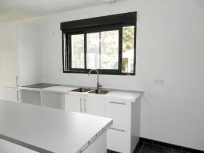 Vente LONS LE SAUNIER (39), maison plain-pied 2016 de 113 m², sur terrain 536 m², CUISINE AMENGAGEE