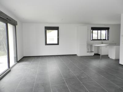 Vente LONS LE SAUNIER (39), maison plain-pied 2016 de 113 m², sur terrain 536 m², PIECE DE VIE 55 m²