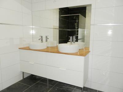 Vente LONS LE SAUNIER (39), maison plain-pied 2016 de 113 m², sur terrain 536 m², SALLE DE BAINS ET DOUCHE