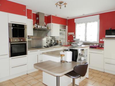 LOUHANS (71), à vendre maison contemporaine (2007), de 175 m² sur terrain 6500 m²., CUISINE EQUIPEE 14 m²