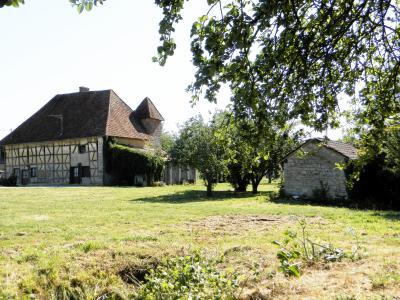 Vente LOUHANS (71), ferme-manoir 16ième siècle, de 215 m² env. sur terrain 6736 m², FERME-MANOIR A VENDRE
