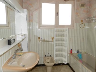 Vente LONS LE SAUNIER (39), maison de 110 m² environ, trois chambres, sur terrain de 1547 m², SALLE DE BAINS 6.90 m² env.