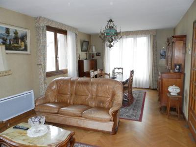 Vente LONS LE SAUNIER (39), maison de 110 m² environ, trois chambres, sur terrain de 1547 m², SALON / SEJOUR 30.40 m²