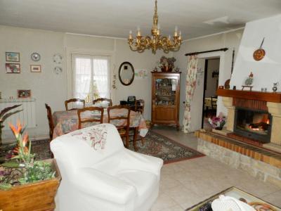 Vente proche BLETTERANS (39), maison individuelle 120 m² env., trois chambres, sur terrain 988 m², SALON SEJOUR 30.50 m²