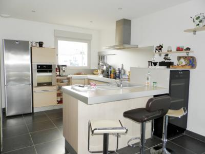 Vente LONS LE SAUNIER Nord (39), maison récente (2013), plain-pied 105 m² env. sur terrain 964 m², CUISINE EQUIPEE