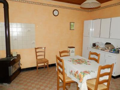 SAINT GERMAIN DU BOIS (71), maison de plain-pied à rénover environ 90 m², terrain 2700 m² environ, CUISINE 14.80 m²