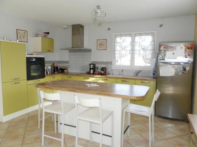 Vente secteur BLETTERANS (39), maison récente (2009) 130 m², 4 chambres, terrain 1155 m², CUISINE EQUIPEE 13 m²