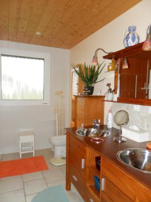 Secteur plaine JURASSIENNE (39), vends maison plain-pied 190 m² env., terrain 13580 m², SALLE D