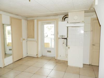 BLETTERANS (39) centre-ville, à vendre maison de ville 95 m², trois chambres, garage., CUISINE 14 m²