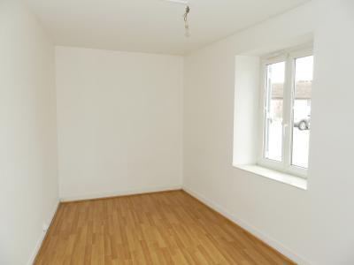 BLETTERANS (39) centre-ville, à vendre maison de ville 95 m², trois chambres, garage., CHAMBRE REZ DE CHAUSSEE