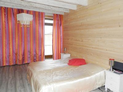 Vente BLETTERANS (39), ferme rénovée de 150 m² sans voisinage proche, terrain 25694 m², CHAMBRE 2 REZ 11.50 m²