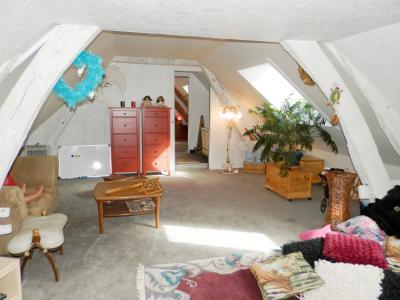 Vente BLETTERANS (39), ferme rénovée de 150 m² sans voisinage proche, terrain 25694 m², PIECE DE REPOS ETAGE 25 m²