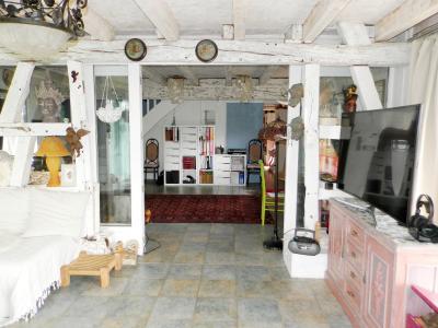 Vente BLETTERANS (39), ferme rénovée de 150 m² sans voisinage proche, terrain 25694 m², SEJOUR 25 m²
