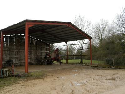 LOUHANS (71), vends ensemble immobilier sur terrain 20 hectares bio libres de droits, HANGAR AGRICOLE 180 m²