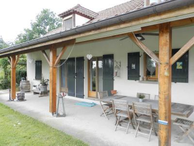 Proche LOUHANS (71), à vendre maison familiale (2001) de 150 m², terrain 6054 m²., VUE TERRASSE ABRITEE (Est)