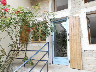 Vente MONTAIGU (39570), maison de village en pierre 127 m², jardin non attenant 522 m², ENTREE