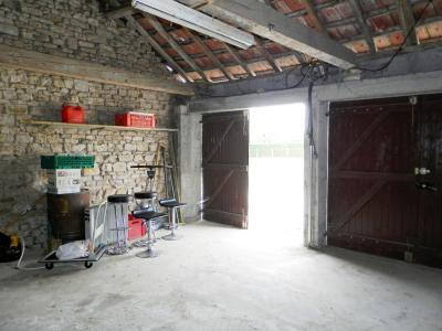Vente LOMBARD (39230), terrain constructible 677 m² avec garage double en pierre, Garage double 38 m²