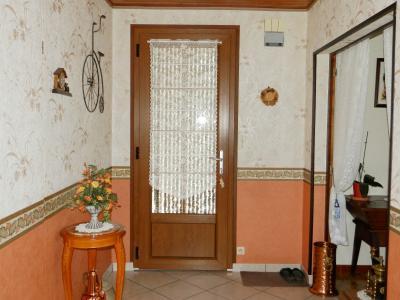 BELLEVESVRE (71), à vendre maison plain-pied 136 m², cinq chambres, deux garages, terrain 14800 m²., ENTREE avec placards