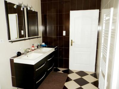 SAINT-GERMAIN-DU-BOIS (71), à vendre maison contemporaine plain-pied 180 m², terrain 5935 m², SALLE DE BAINS ET DOUCHE