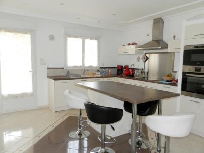 SAINT-GERMAIN-DU-BOIS (71), à vendre maison contemporaine plain-pied 180 m², terrain 5935 m², CUISINE EQUIPEE 18 m²