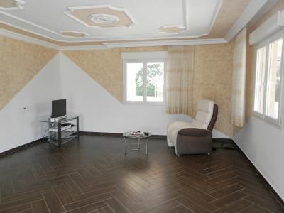 SAINT-GERMAIN-DU-BOIS (71), à vendre maison contemporaine plain-pied 180 m², terrain 5935 m², PIECE DE VIE 52 m²