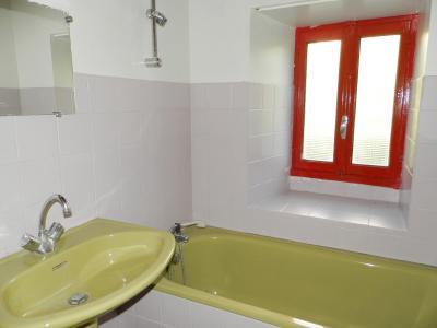 Secteur DOMBLANS (39210), à vendre maison en pierre 70 m² environ, dépendances, terrain 583 m²., SALLE DE BAINS 2.50 m²