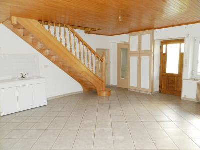 Secteur DOMBLANS (39210), à vendre maison en pierre 70 m² environ, dépendances, terrain 583 m²., CUISINE SEJOUR 29.70 m²