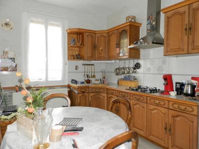 BLETTERANS centre (39), à vendre maison 80 m², garage, terrain 513 m² clos et arboré., CUISINE 15.60 m²