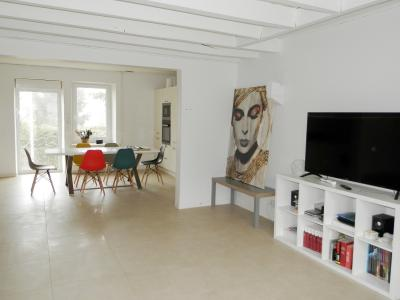 Proche LONS LE SAUNIER(39) et LOUHANS(71), à vendre maison rénovée plain-pied 100m², terrain 1038m²., PIECE DE VIE 41 m²