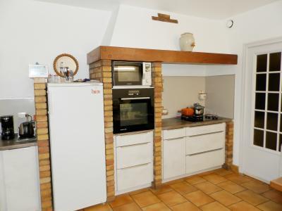 Proche ORGELET (39), à vendre maison 176 m² sur terrain 4000 m² environ avec vue, CUISINE AMENAGEE 16 m²