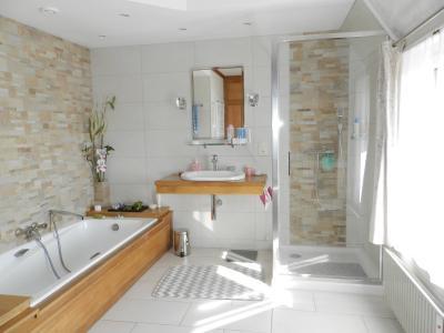 Proche ORGELET (39), à vendre maison 176 m² sur terrain 4000 m² environ avec vue, SDB suite parentale 9.20 m²