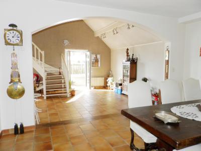 Proche ORGELET (39), à vendre maison 176 m² sur terrain 4000 m² environ avec vue, PIECE DE VIE 69 m²