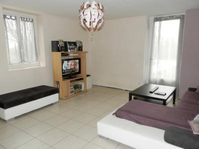 BELLEVESVRE (71), à vendre maison rénovée 143 m², dépendances, terrain environ 1.5 hectare., SALON SEJOUR 39 m²