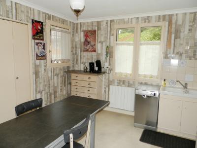 Secteur BRAINANS (39), à vendre maison 127 m² idéale passionnés équidés, terrain avec vue 14691 m²., CUISINE 14.70 m²
