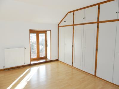 LONS LE SAUNIER nord (39), à vendre maison de village en pierre 152 m², terrain 297 m²., CHAMBRE 17.20 m²