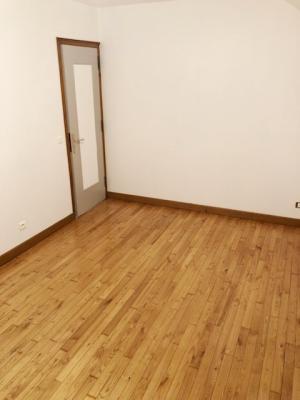 LONS LE SAUNIER nord (39), à vendre maison de village en pierre 152 m², terrain 297 m²., CHAMBRE 14.20 m²