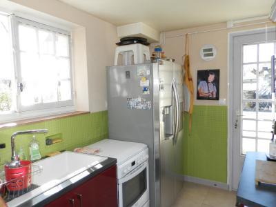Proche BLETTERANS (39), à vendre maison de village 116 m², trois chambres, terrain 297 m²., CUISINE AMENAGEE 8 m²