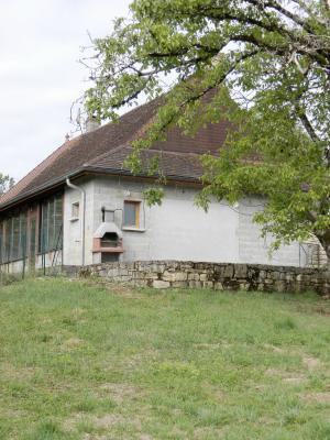 BLETTERANS (39140), maison en pierre, plain-pied 87 m², deux chambres, terrain 790 m²., VUE TERRAIN