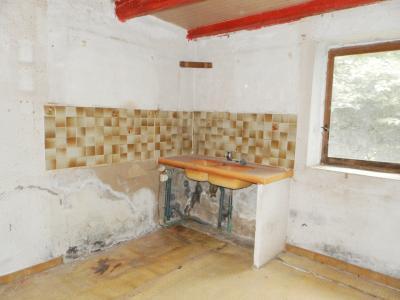 LONS LE SAUNIER (Nord), maison en pierre à rénover, terrain environ 2300 m²., CUISINE 10 m²