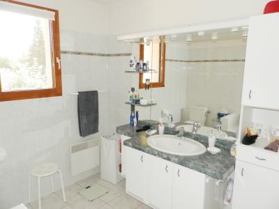 SAINT GERMAIN DU BOIS (71), maison 135 m², dépendances, piscine, calme, sur terrain 13 637 m²., SALLE DE BAINS 6.80 m²